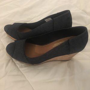 Toms Stella peep toe wedge black denim size 8